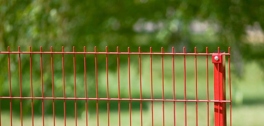 Металлическая сетка — лучший вариант легких для заборов и оград